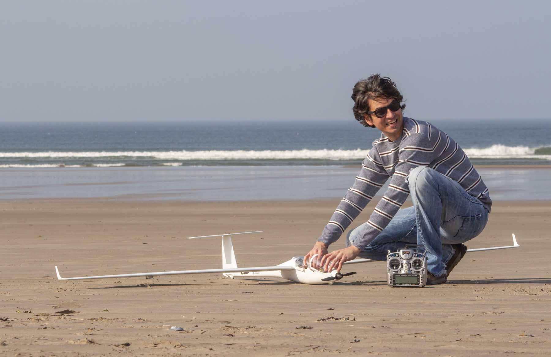planeador preparativos playa