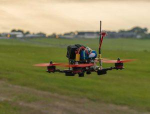 drone dron volando in flight